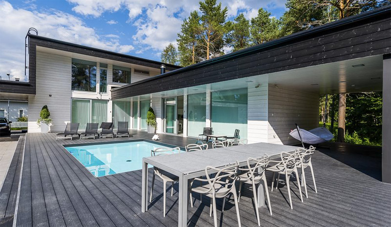 modern-wood-house-atrium-pool-2