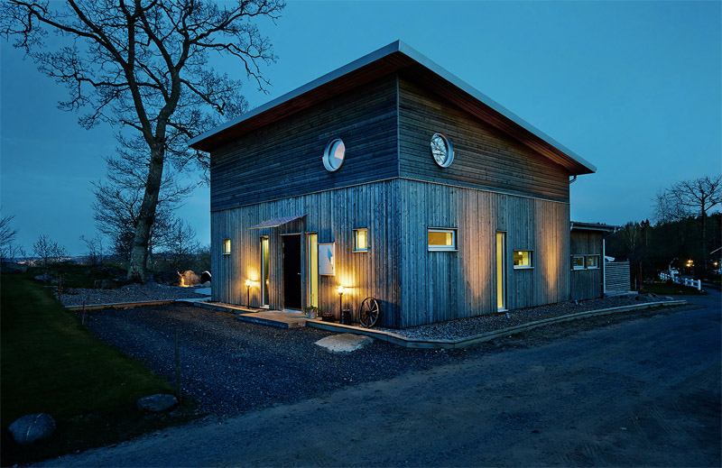 modern-wooden-house-night