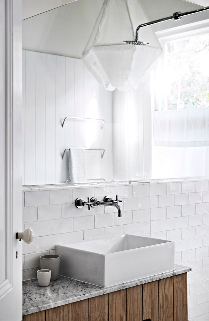 Beach House Style Bathroom With Black And White Theme