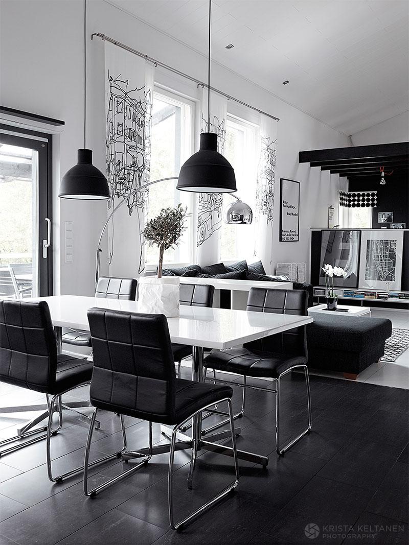 Elegant Black And White Interior Design With Comfortable