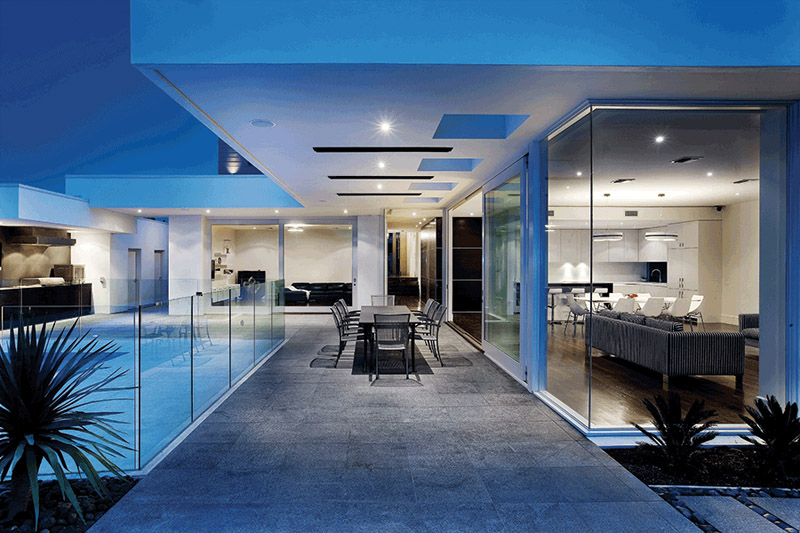 luxury-house-with-glassdoors-and-pool-1