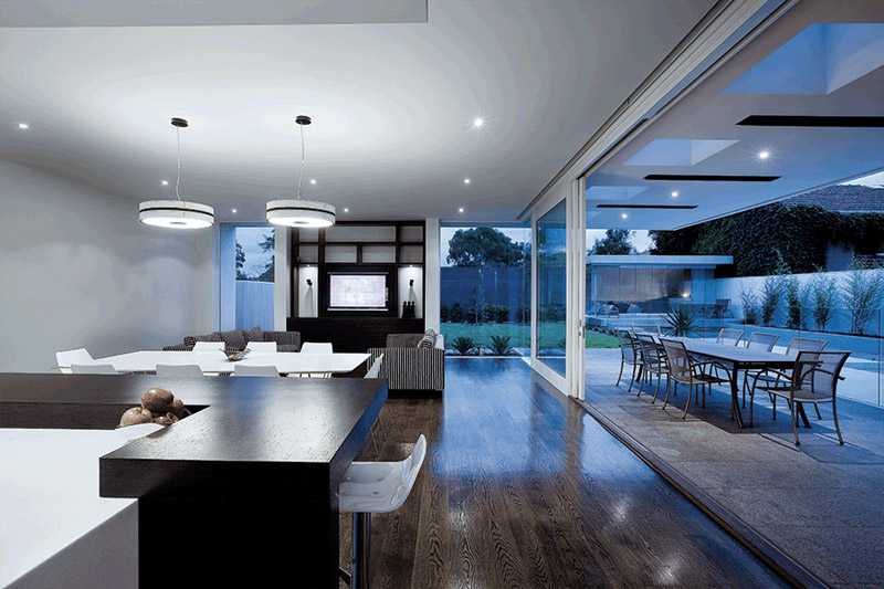 luxury-house-with-glassdoors-and-pool-2