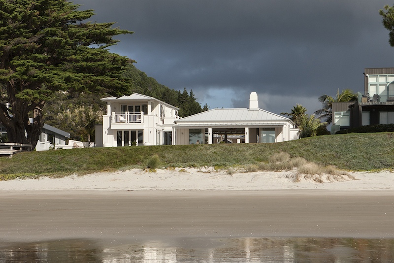 Beachfront house in new zealand for Beach house builders new zealand