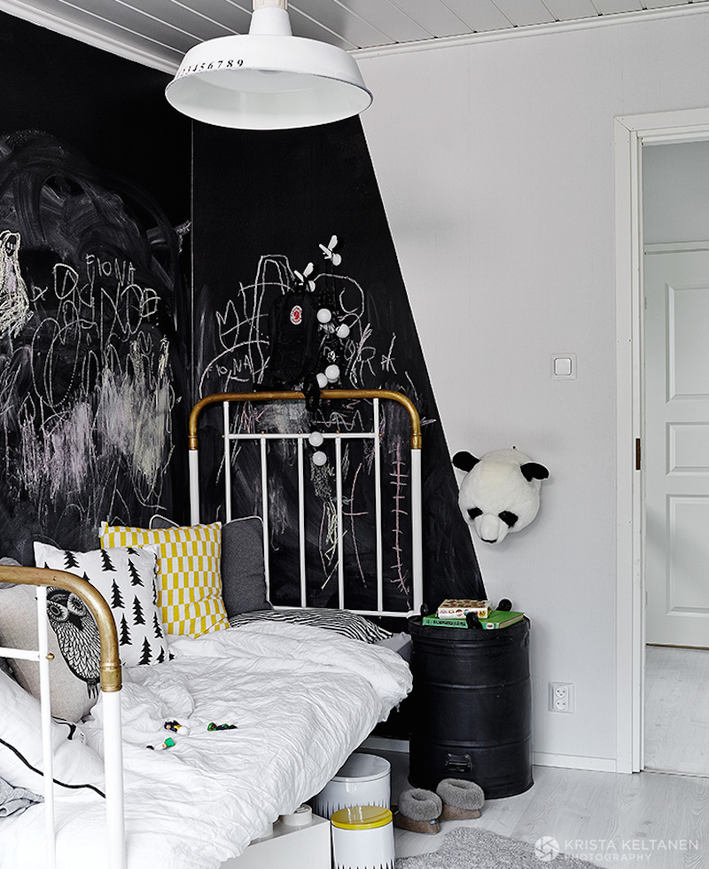 black-contrast-white-interiors-14