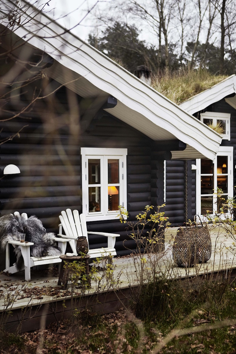 Black stained log cabin in danmark for How to stain log cabin