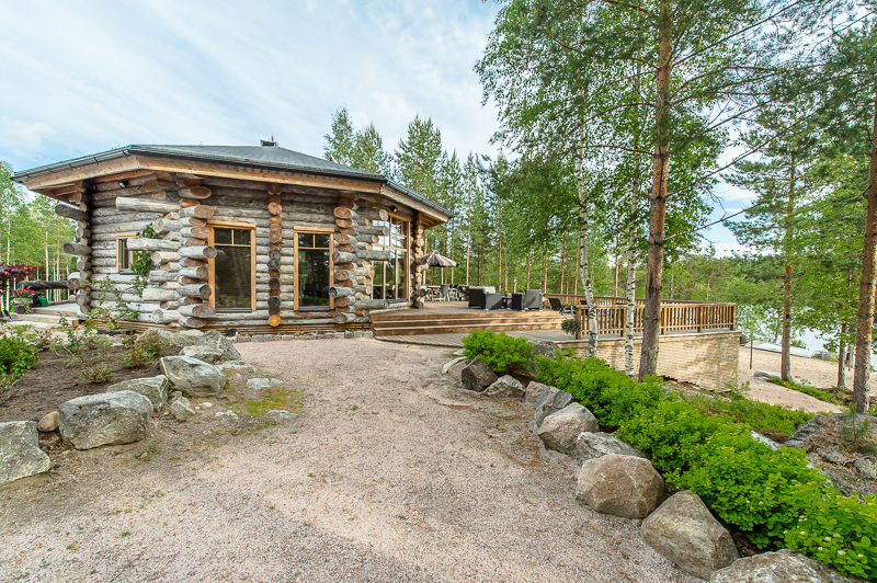 luxury-log-cabin-in-finland-1