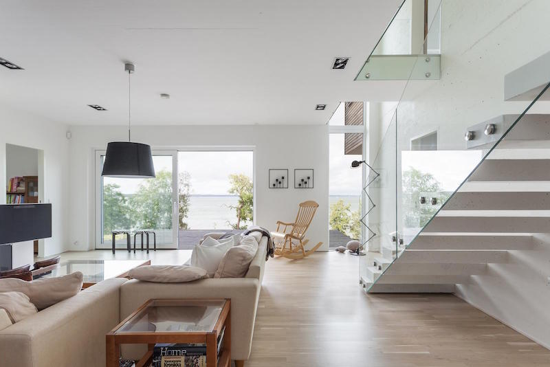 modern-house-by-the-sea-white-interiors-17
