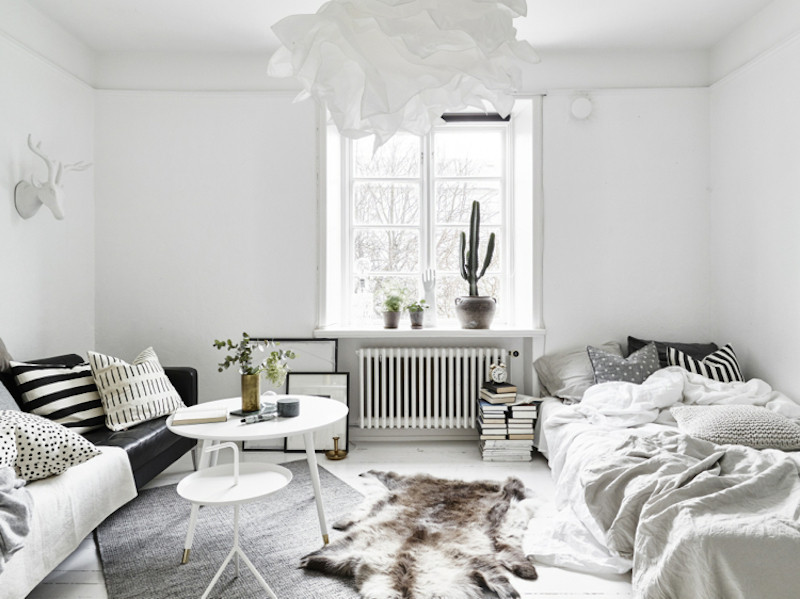 Scandinavian style small apartment in stockholm for Styling small apartments