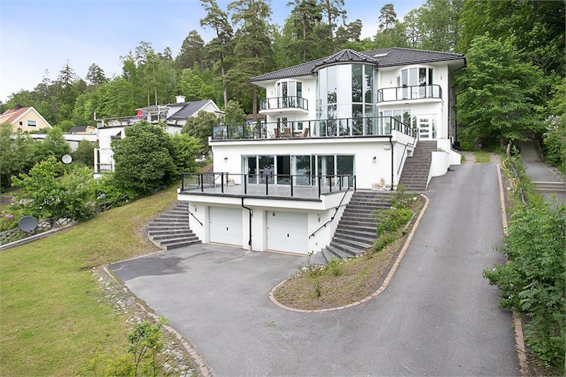 villa-in-sweden-huddinge-2