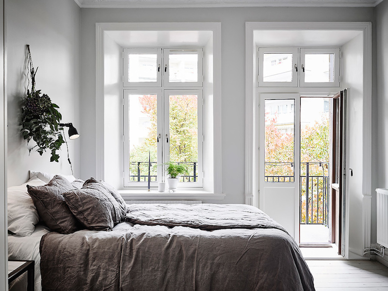bedroom-with-a-balcony