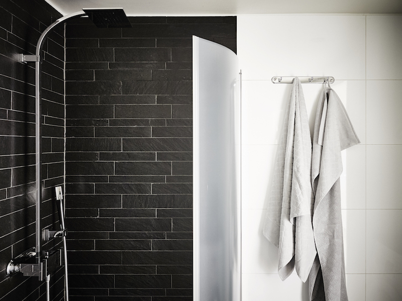 black-wall-tiling-bathroom