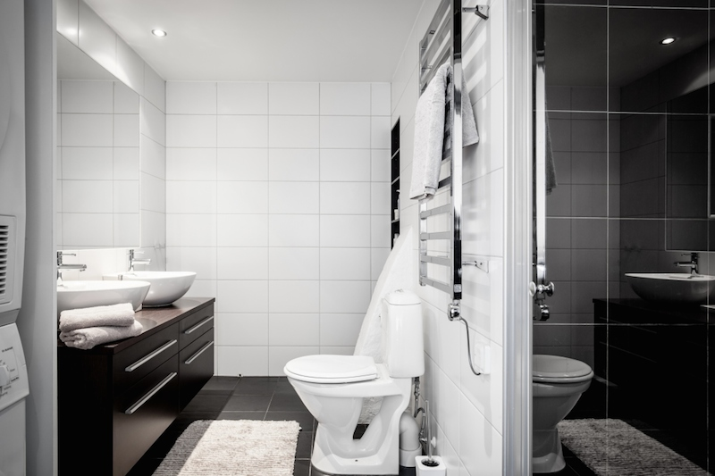 black-white-glossy-bathroom