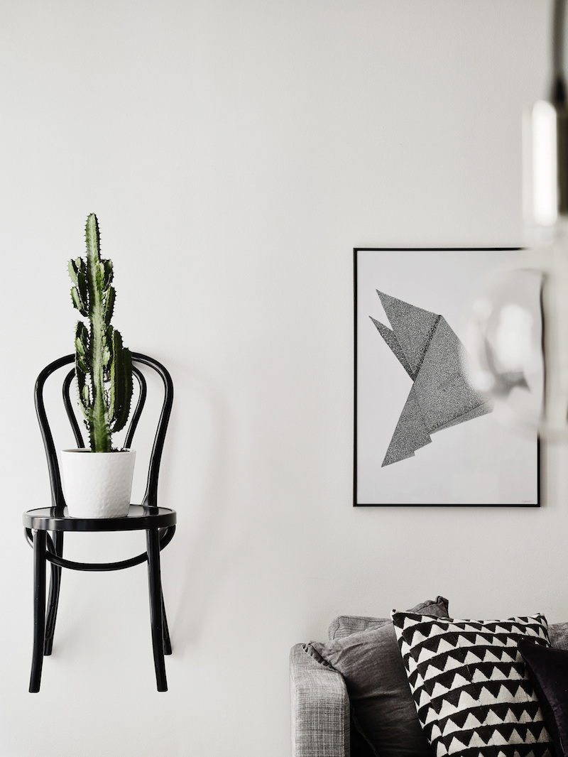 chair-hanging-wall
