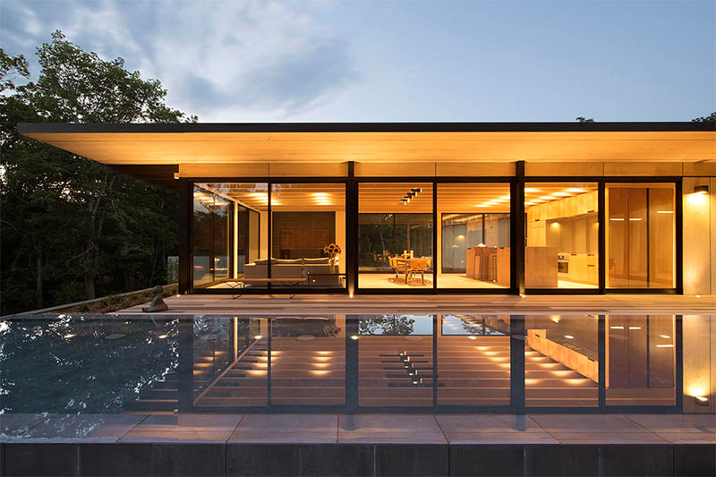 evening-light-pool-area-bates-masi-architects