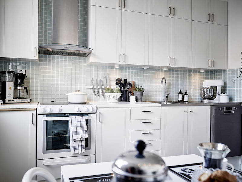 kitchen-wall-tiling-white-borders