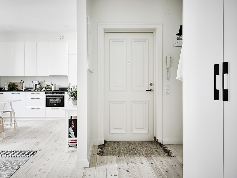 scandinavian-studio-apartment-hallway