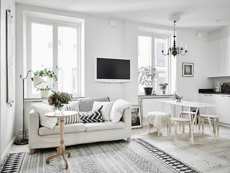 Scandinavian studio apartment with bright white interiors - Interior decorating for small apartments ...