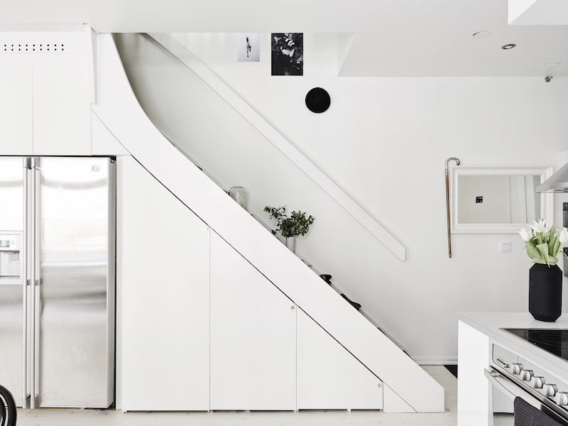 two-storey-apartment-storage-under-staircase