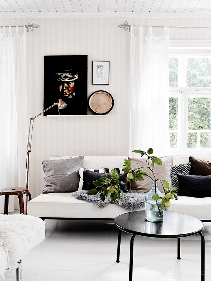 white-livingroom-recycled-furniture