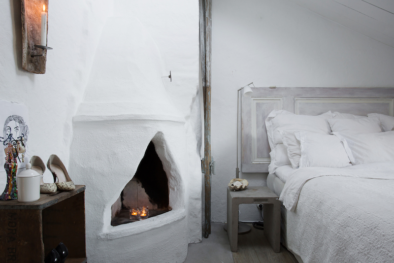 compact-penthouse-fireplace-in-bedroom