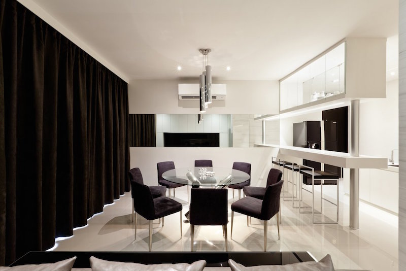 contemporary-glass-round-table