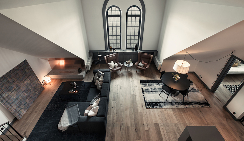 industrial-and-high-ceiling-apartment-living-room