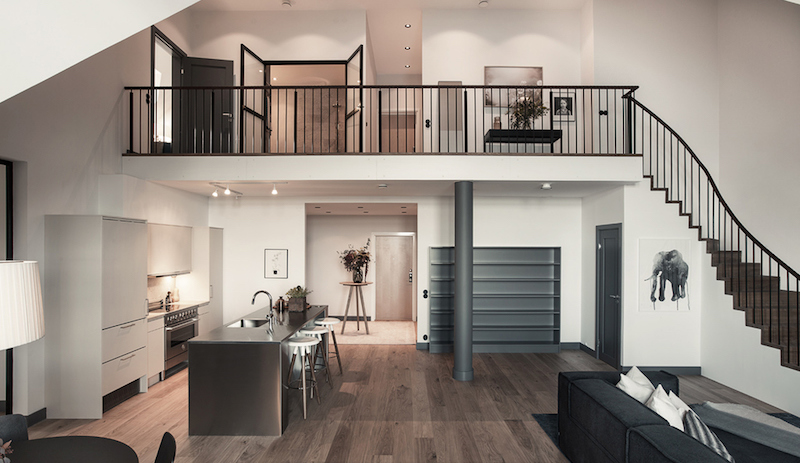 industrial-and-high-ceiling-apartment-staircase