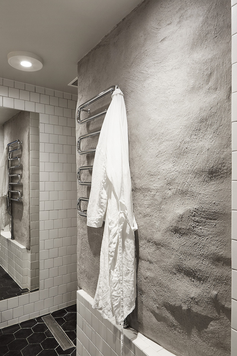 studio-apartment-bathroom-concrete-wall