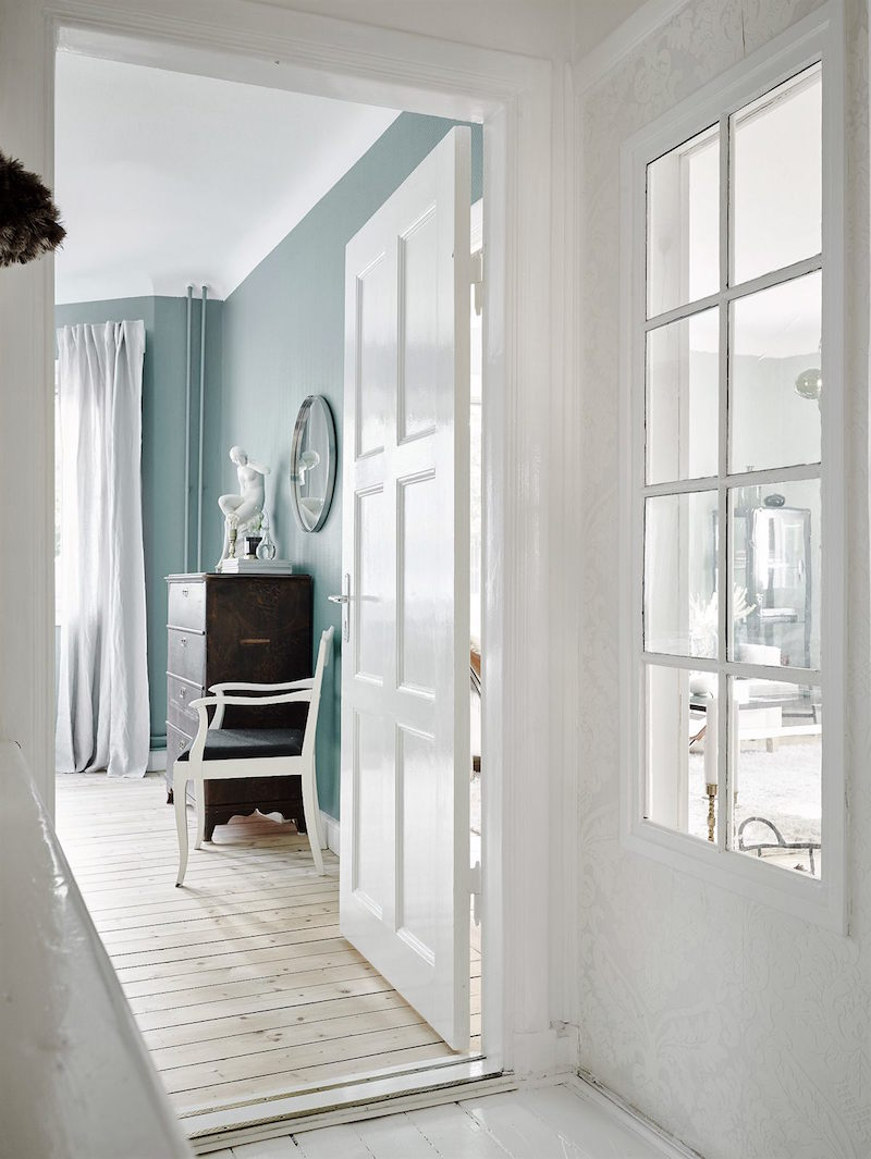 white-mint-wood-decorating