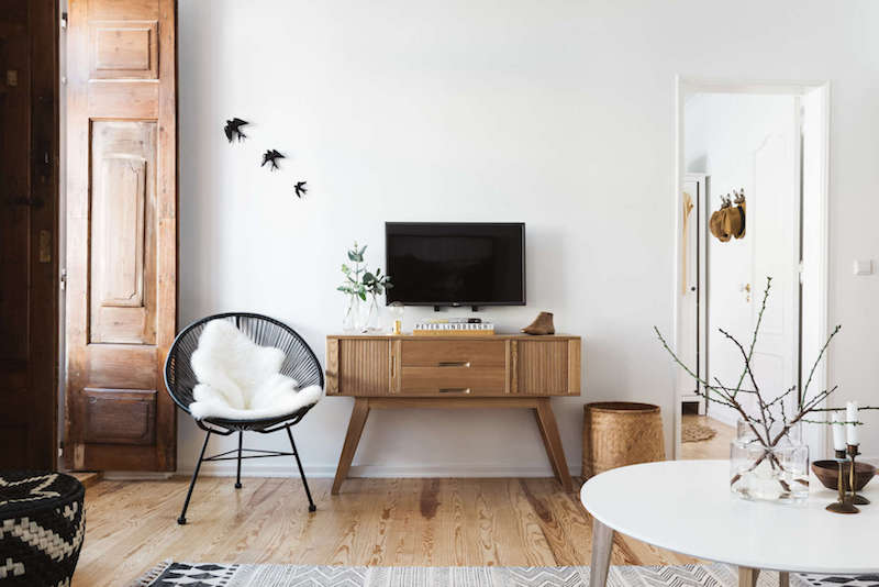 Earthy interior design by arkstudio for Earthy apartment decor
