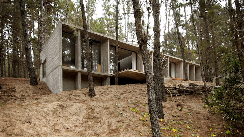 architecture-concrete-house-besonias-almeida-architects