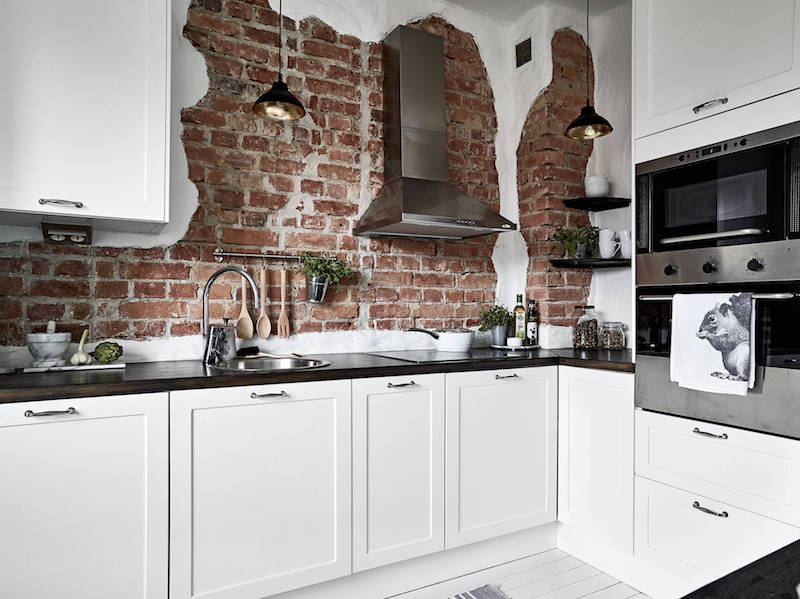 brickwall-kitchen-bright-and-cozy