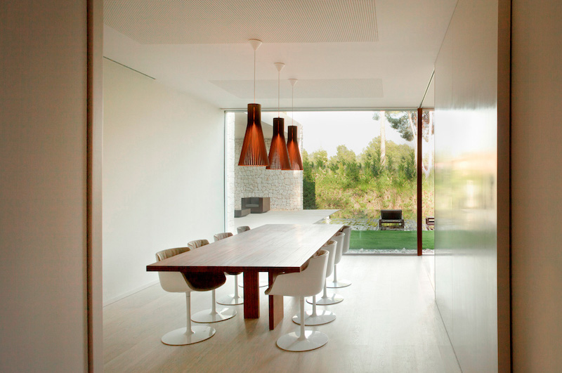 diningroom-the-forest-house-ramon-esteve-estudio
