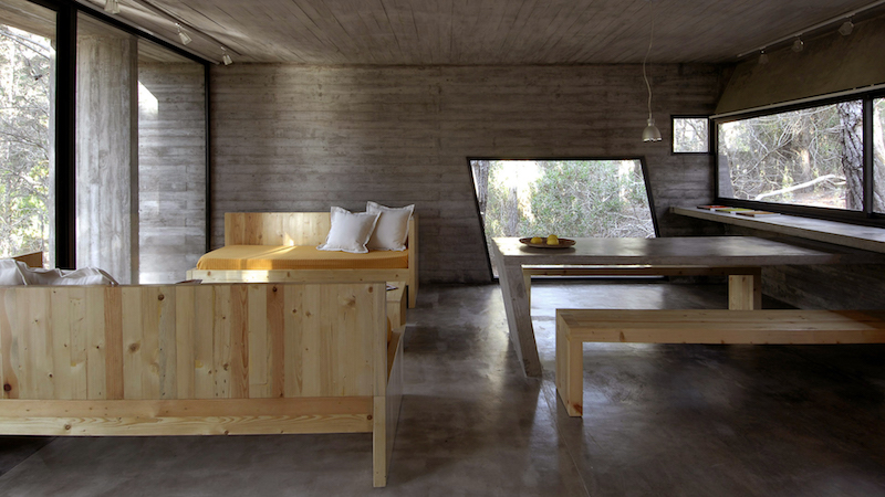 diningtable-concrete-house-besonias-almeida-architects