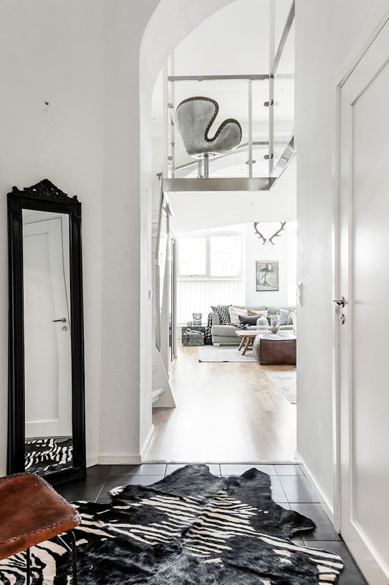 hallway-scandinavian-style-studio-apartment