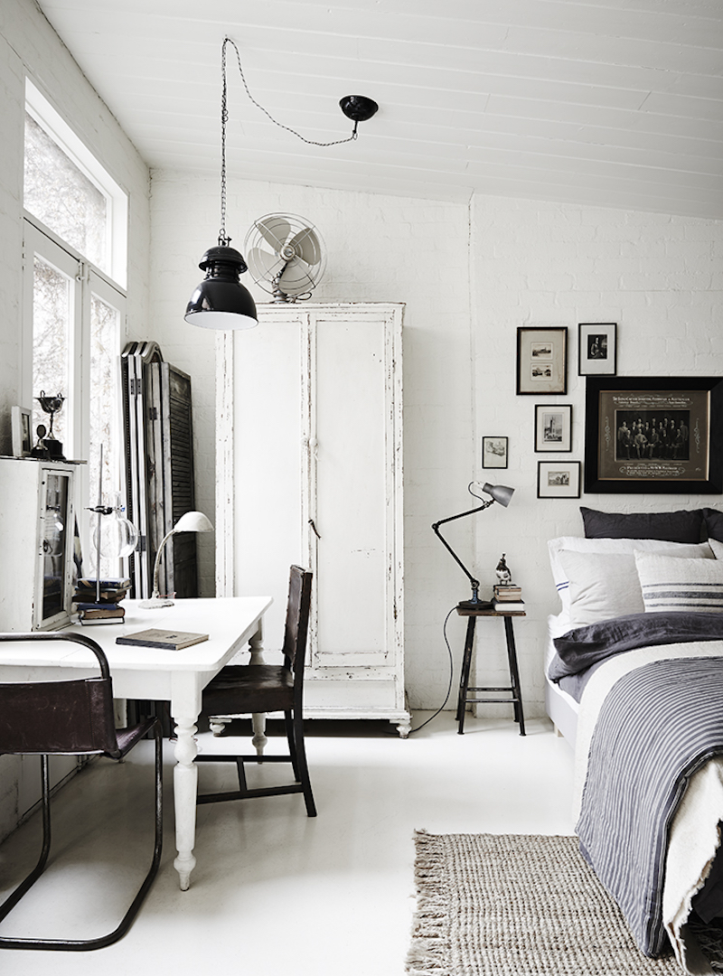 The white room vintage and rustic interiors for Black and white vintage bedroom ideas