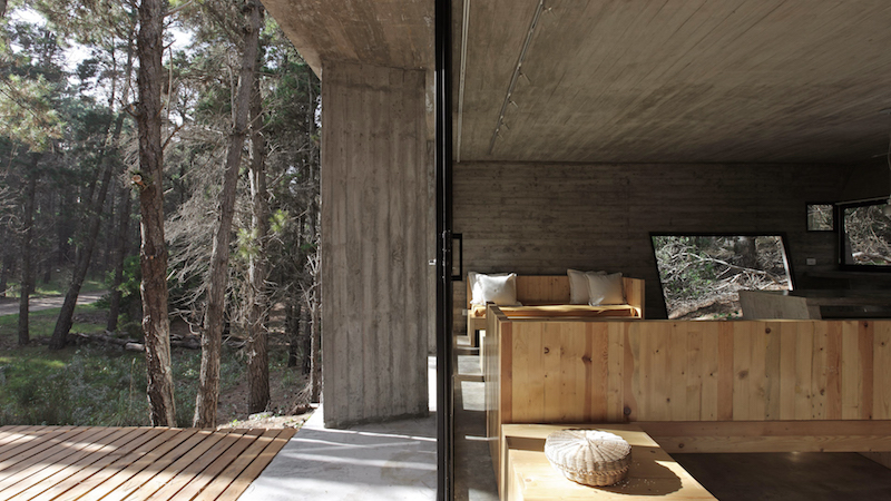interiors-concrete-house-besonias-almeida-architects