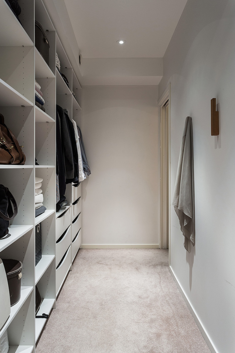 walkincloset-modern-interior