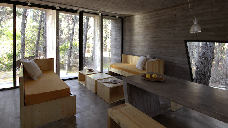 wood-furniture-concrete-house-besonias-almeida-architects