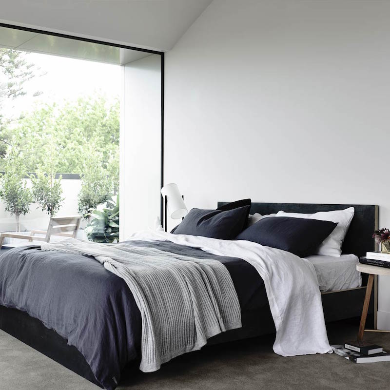 bedroom-contemporary-interior-design-with-aesthetic-beauty