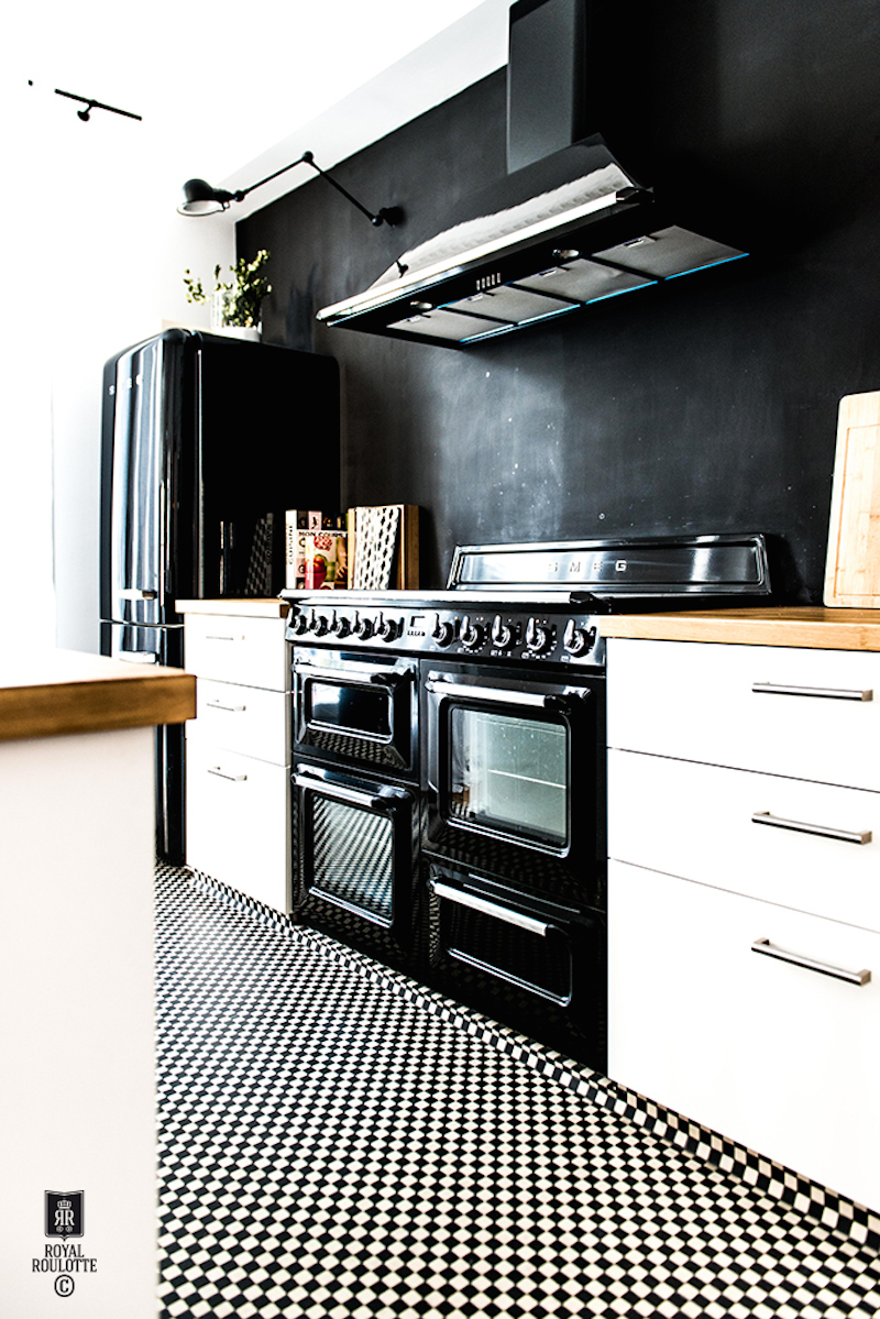 black-kitchen-fontainebleau-house-royal-roulotte