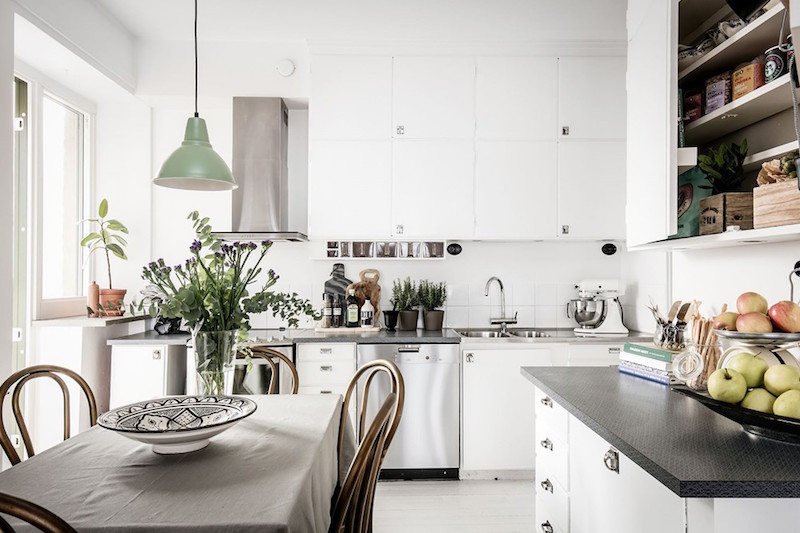 Modern vintage interior design in swedish apartment for Contemporary kitchen decorative accessories