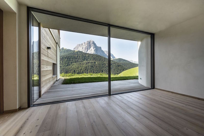 House in the valley by Rudolf Perathoner Architect