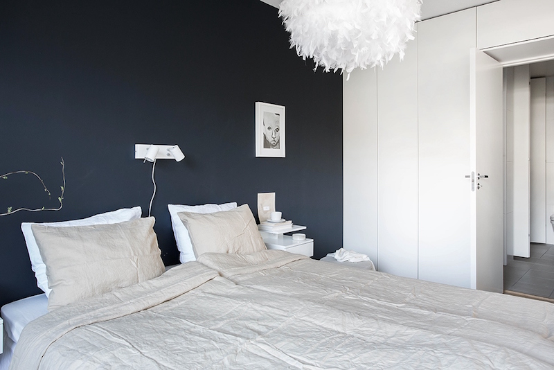 dark-wall-in-bright-bedroom