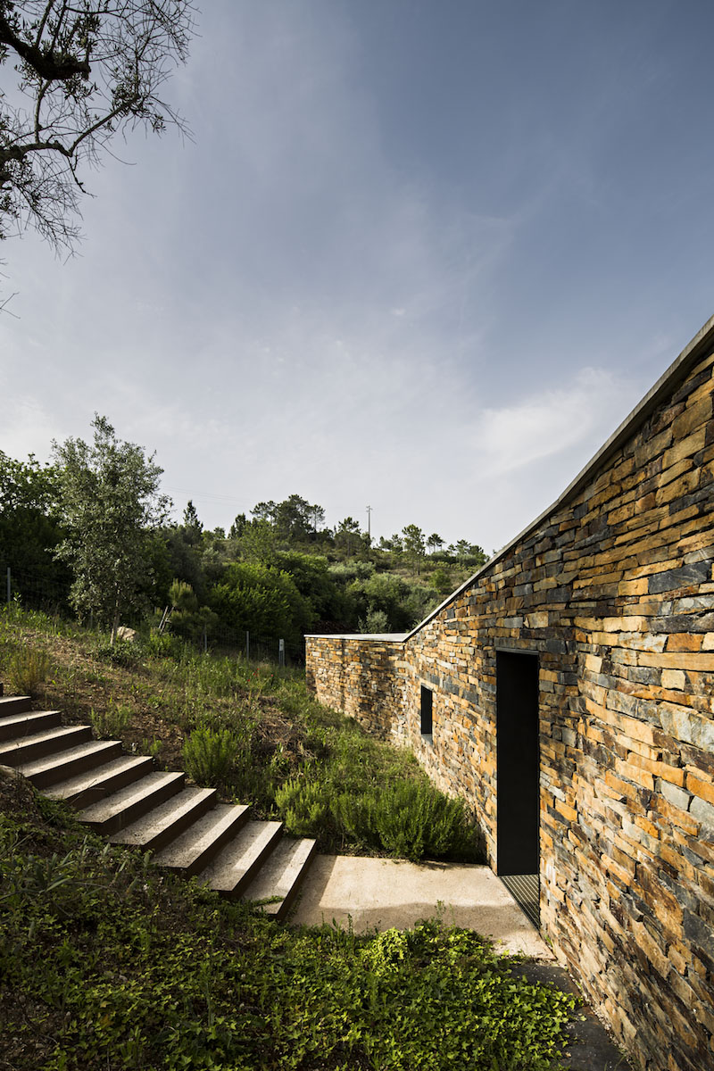 entry-gateira-house-camarim-arquitectos