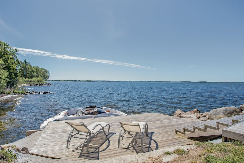 exclusive-scandinavian-villa-dock