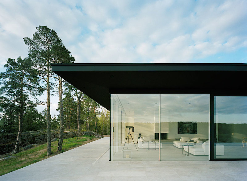 glass-walls-villa-overby