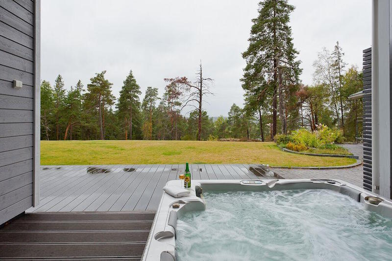 hot-tub-scandinavian-style-elegance