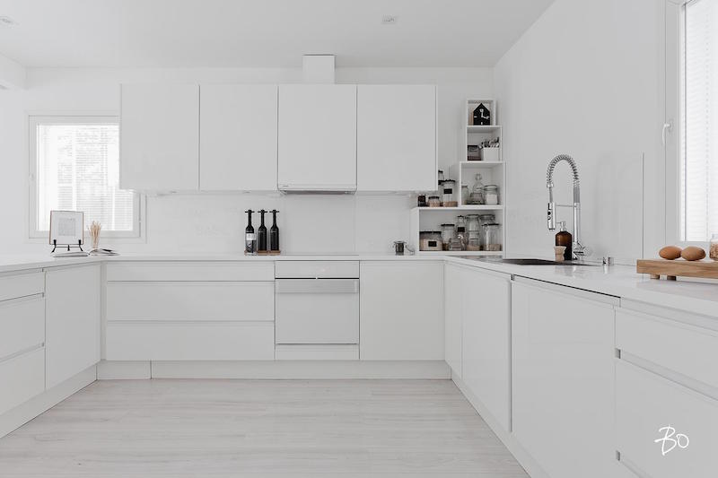 kitchen-cabinets-interior-design-white