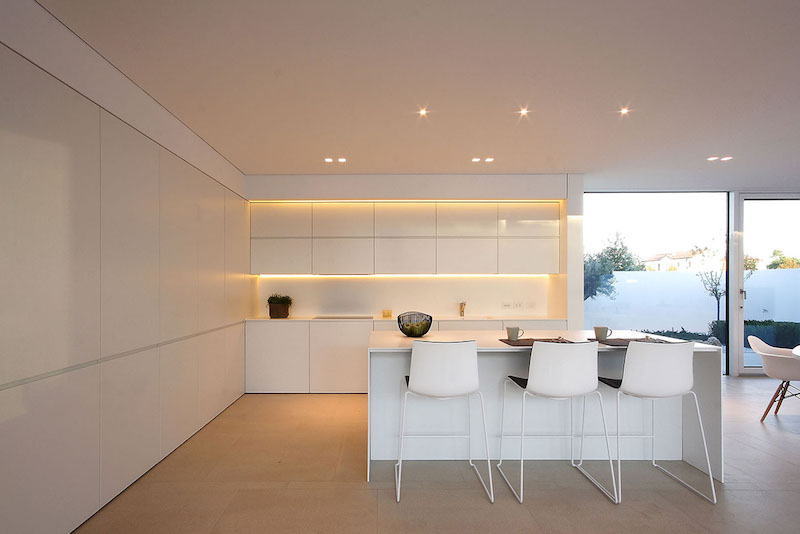 kitchen-island-ultra-modern-pool-villa-jesolo-lido